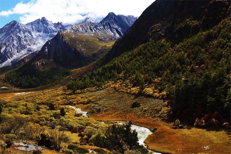 亚丁神山峡谷 摄影:印摄闲影