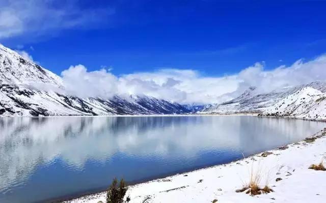 地狱湖风景油画
